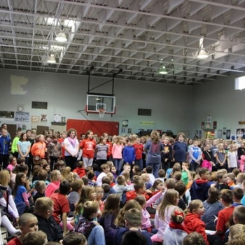 Class of 2024 share a song of thanks with the veterans